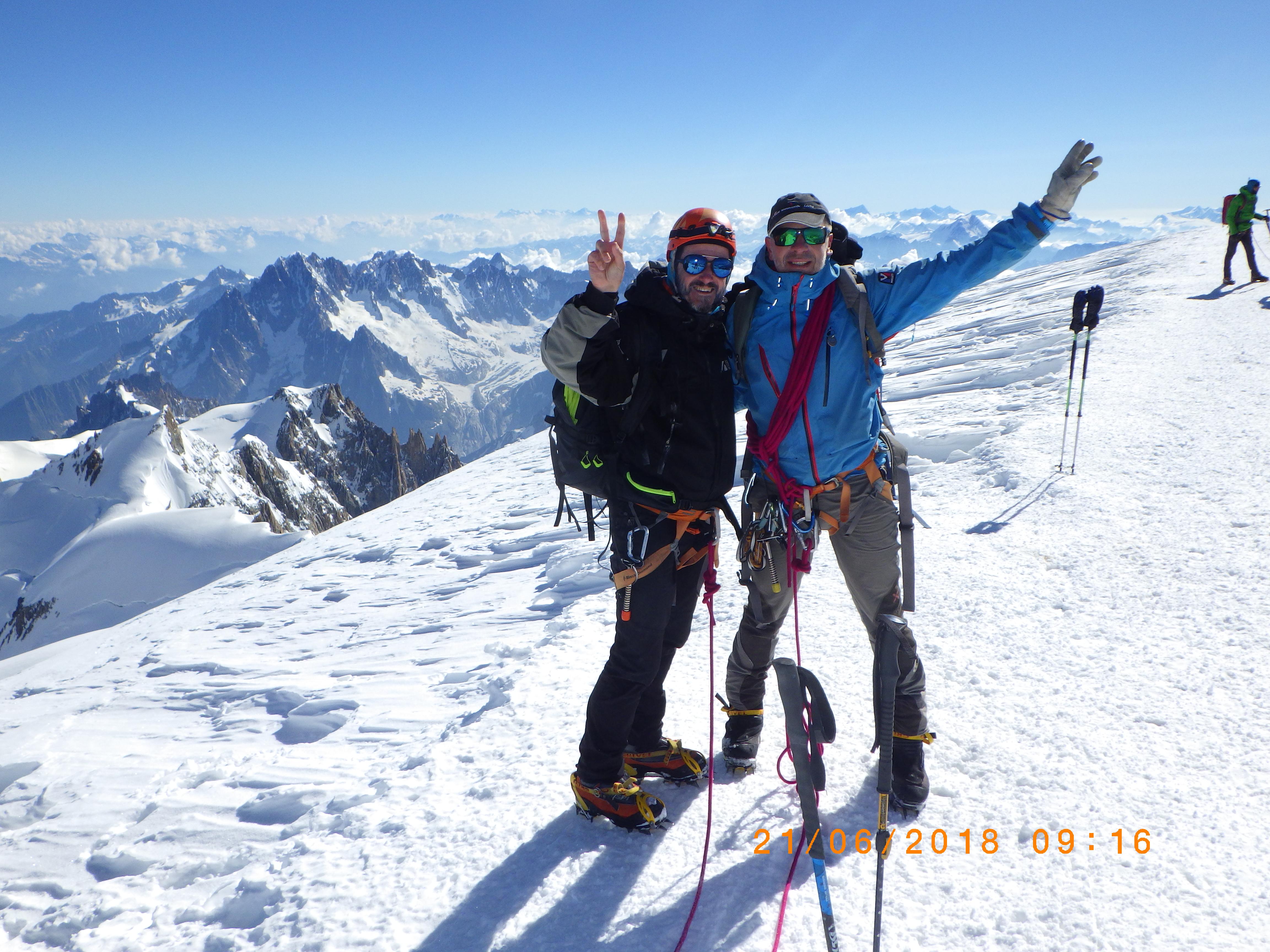 Le Mont-Blanc, superbe et immaculé, symbolise le désir extrême de l'homme de s'élever « Toujours plus haut ».
